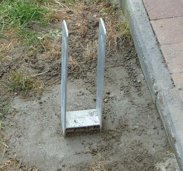 Dvojitý betonový úchyt D901
