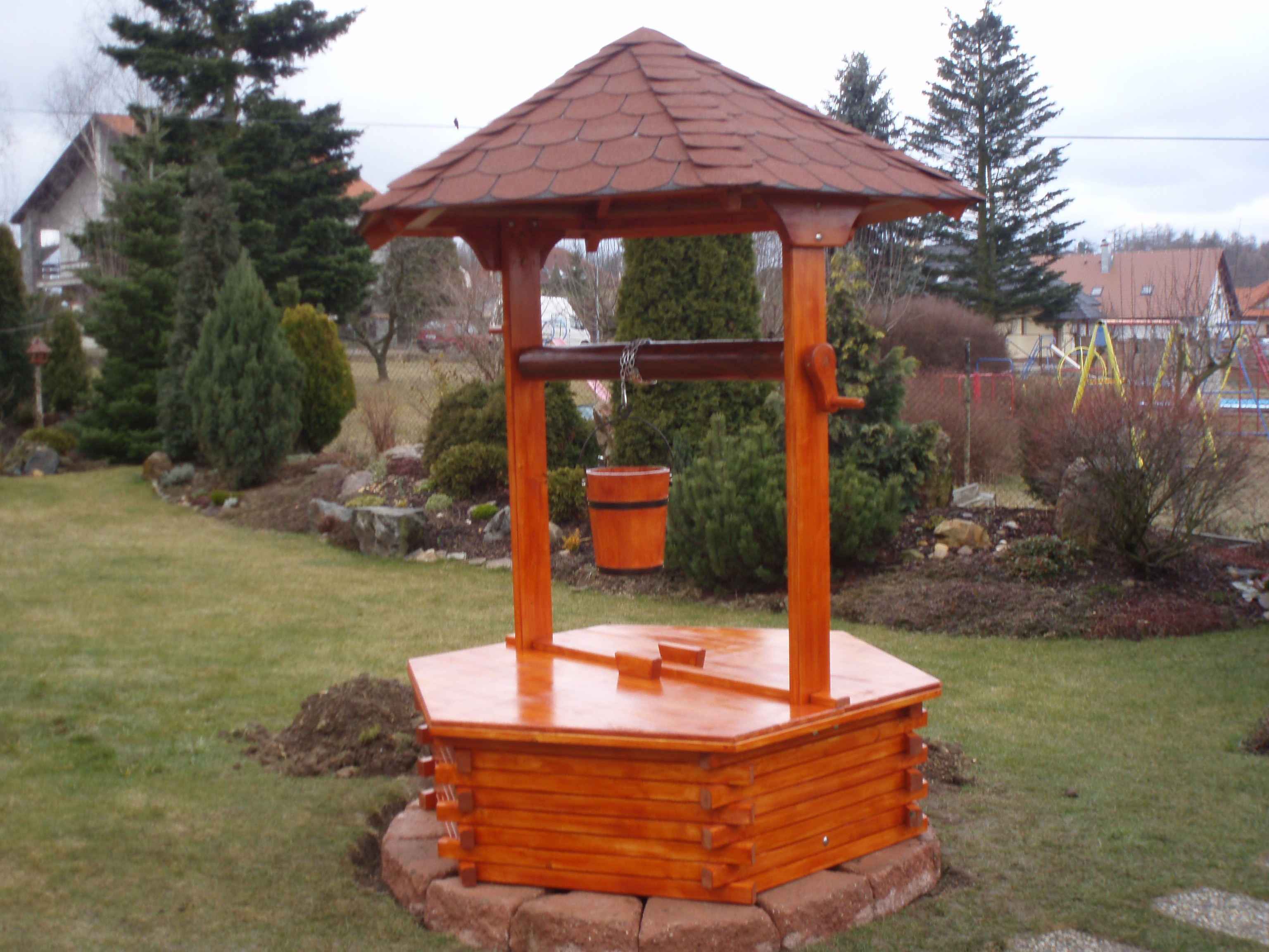 Dřevěná studna 125