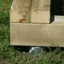 Detail uchycení základového rámu k zemi