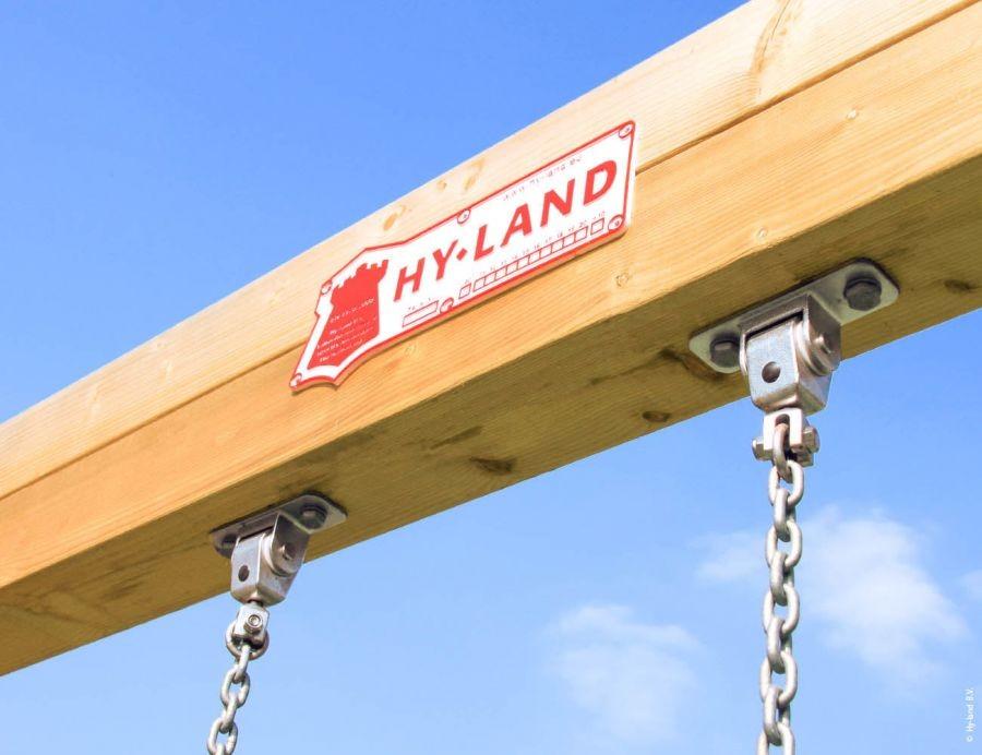 Hyland 6s se skluzavkou a dvěma houpačkami.