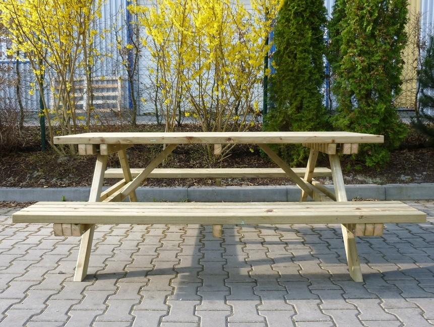 Marek stůl s lavicemi