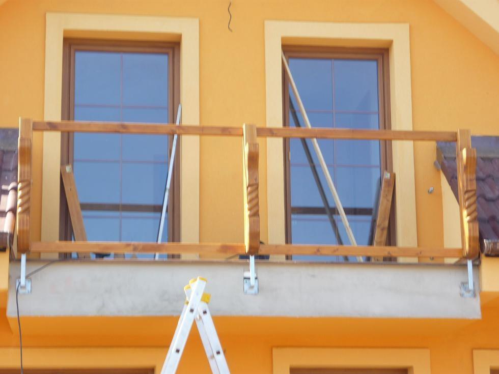 Pomocná balkonová lať