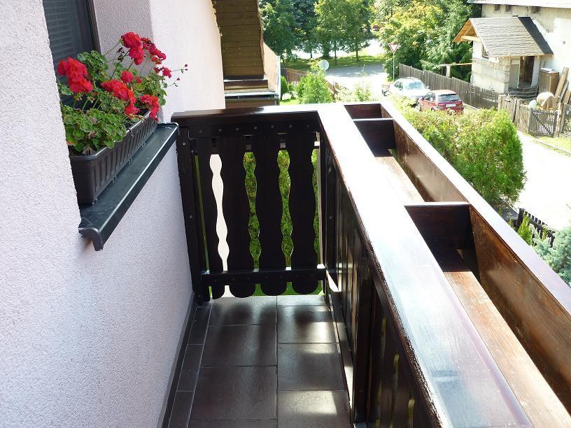 Truhlíková balkonová bočnice
