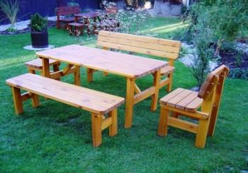 Masivní dřevěný nábytek