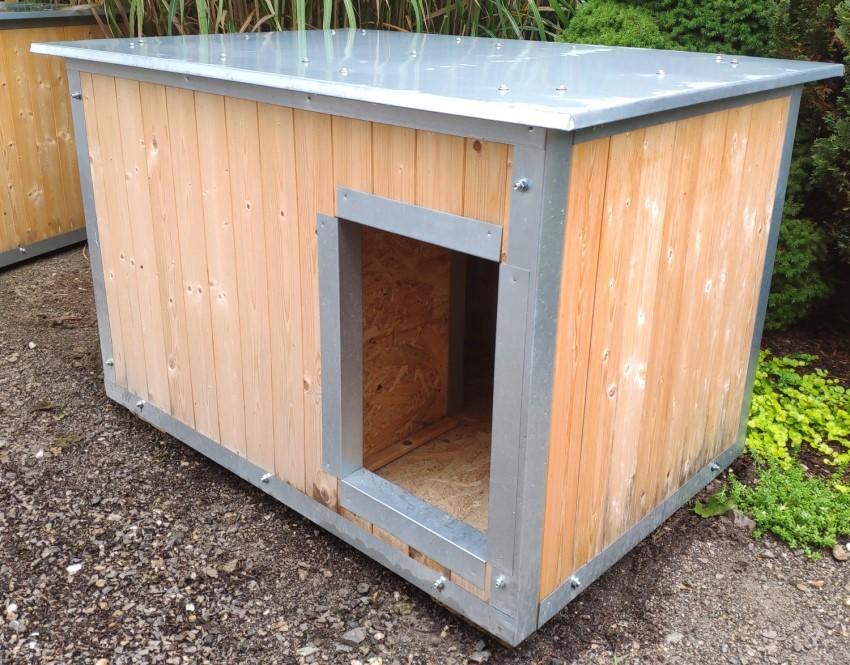 Dřevěná psí bouda na venkovní použití